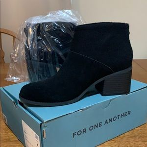 TOMS - Black/Suede 'LACY' Booties